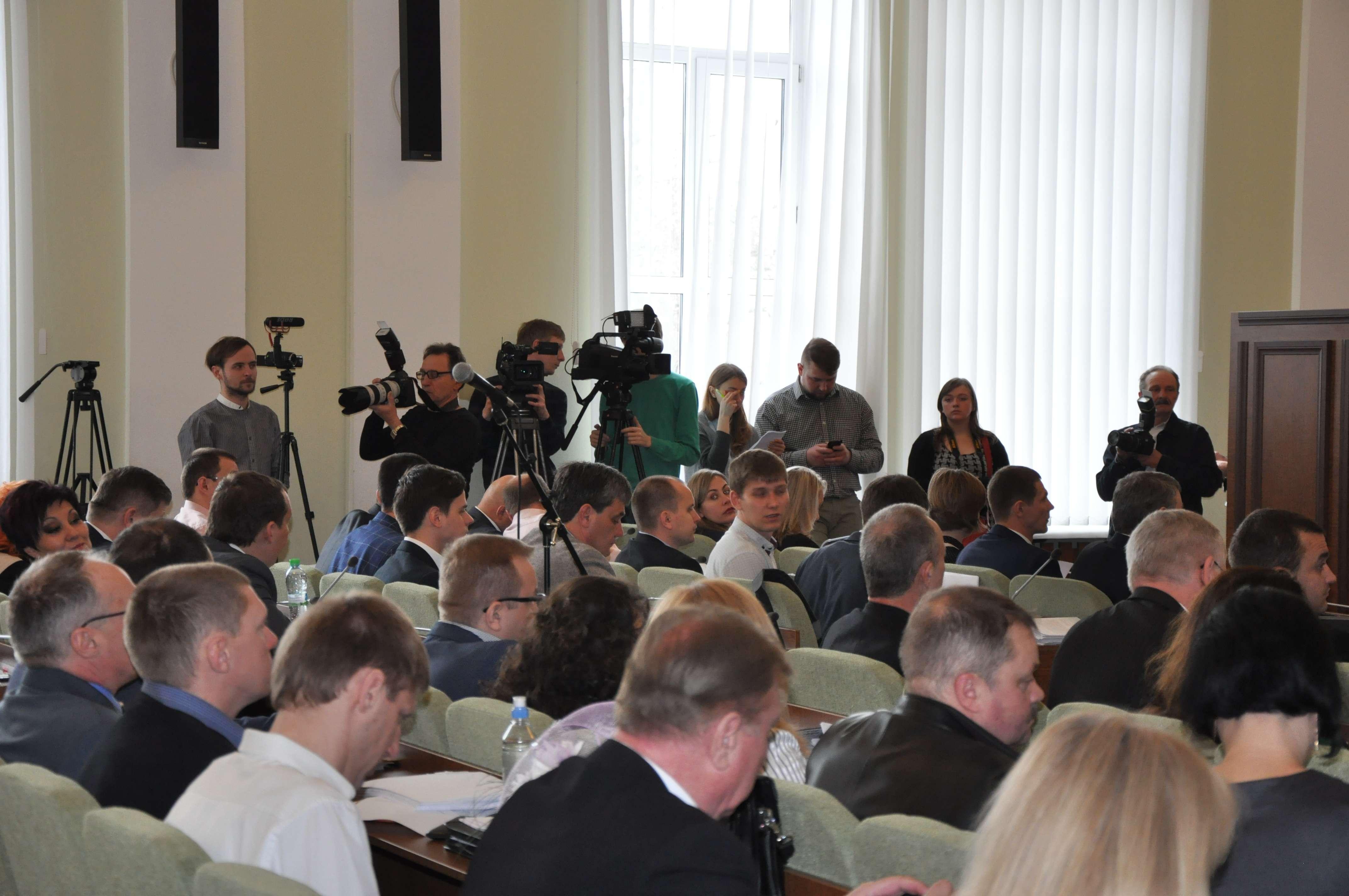 Журналісти воліють почути відповіді на свої гострі запитання до влади