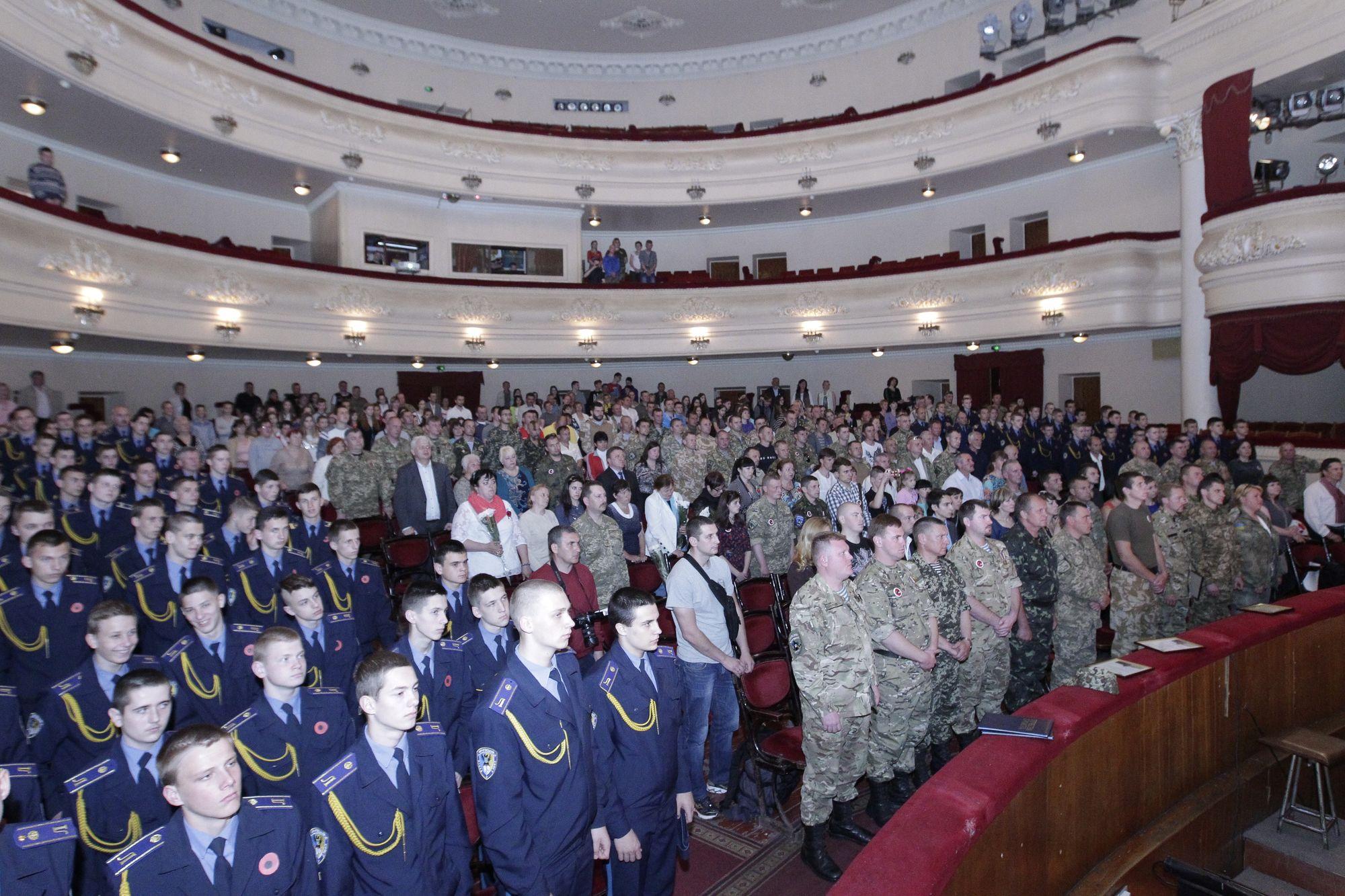Хвилина мовчання за воїнами АТО. У Чернігові відзначають 2-гу річницю створення 41 батальйону (Оновлено) (Фото)