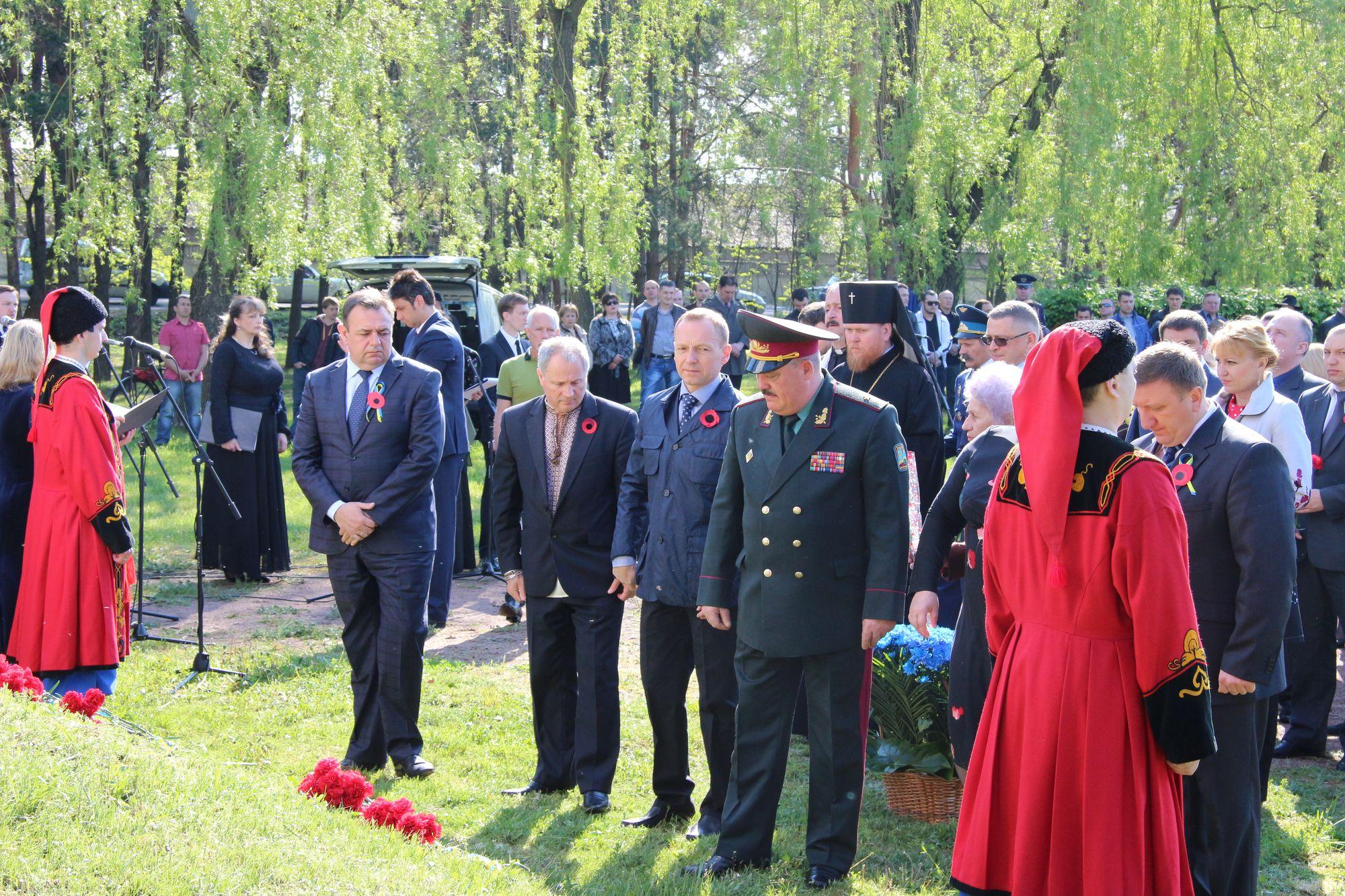 У Чернігові вшанували пам'ять мирних жителів, розстріляних фашистами у 1941-1943 роках (Фото)