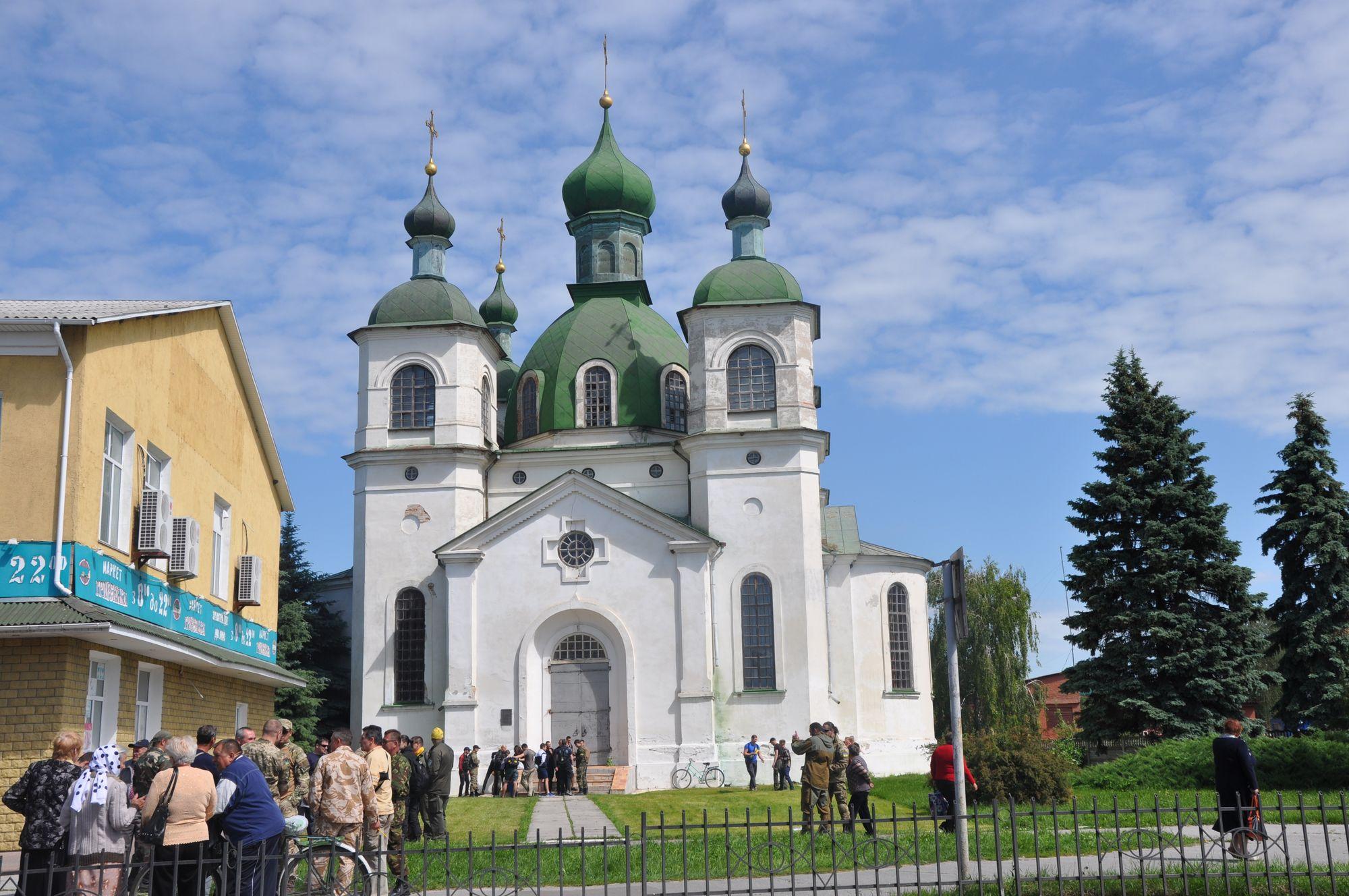 У Козельці сутичка між парафіянами Київського та Московського патріархатів (Фото)