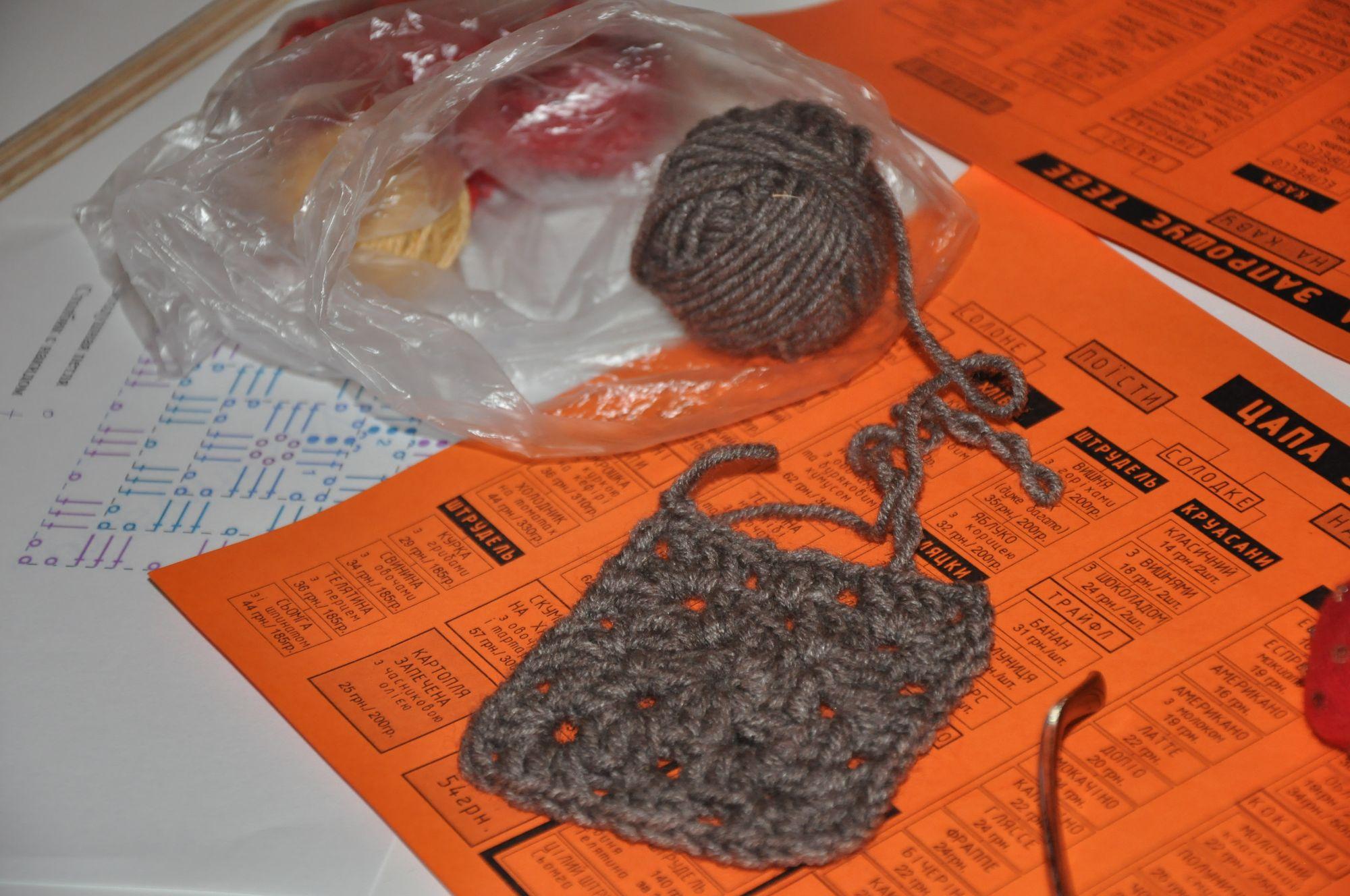 У пекарні плетуть килимки (Фото)