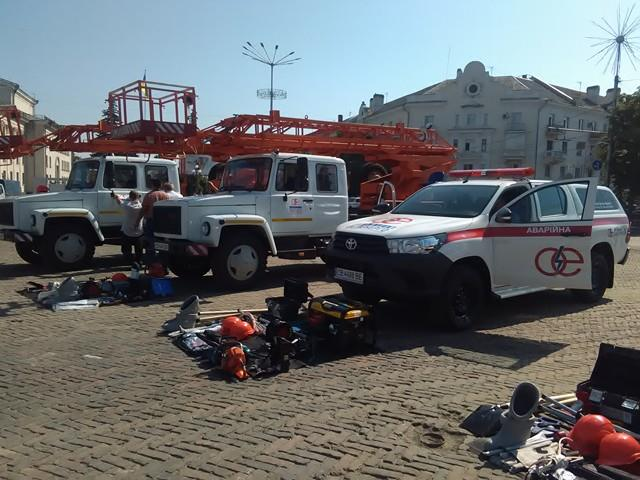 Можновладці передали Чернігівобленерго нову техніку (Фото)