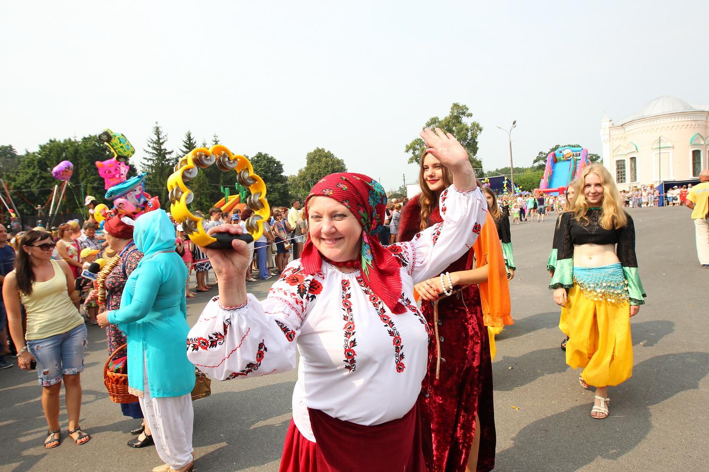 Колоритне свято у Коропі: їли, пили та миру бажали (Фото)