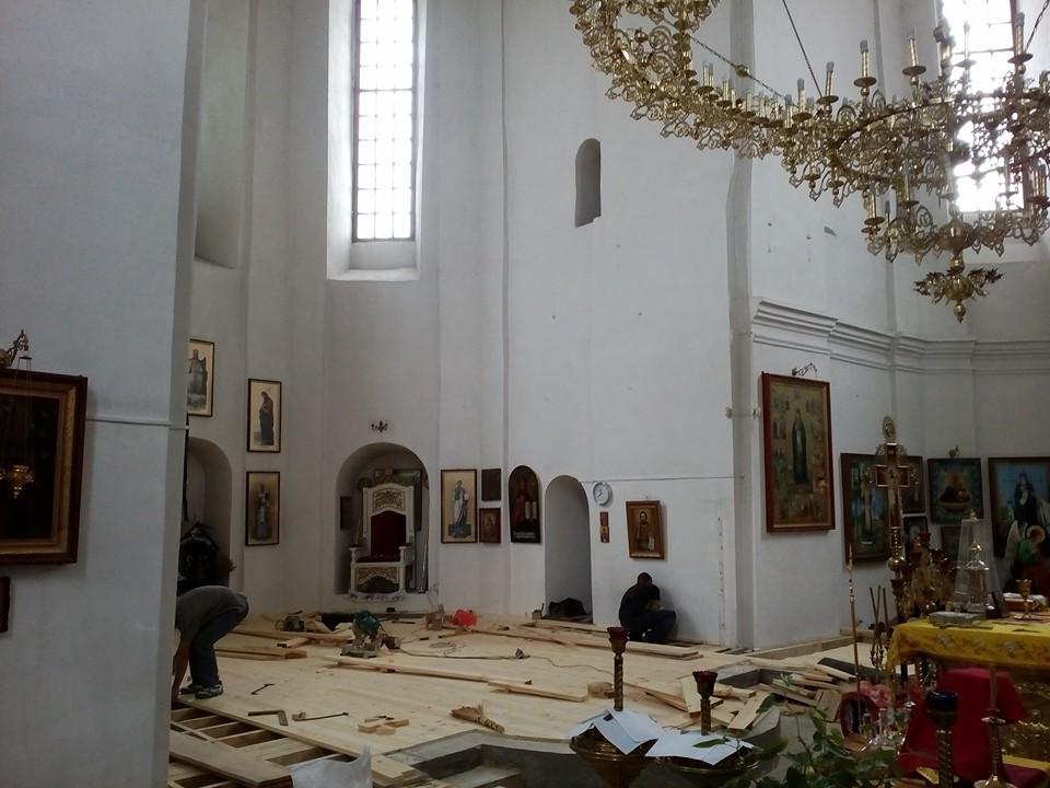 У Катерининській церкві міняють іконостас (Фото)