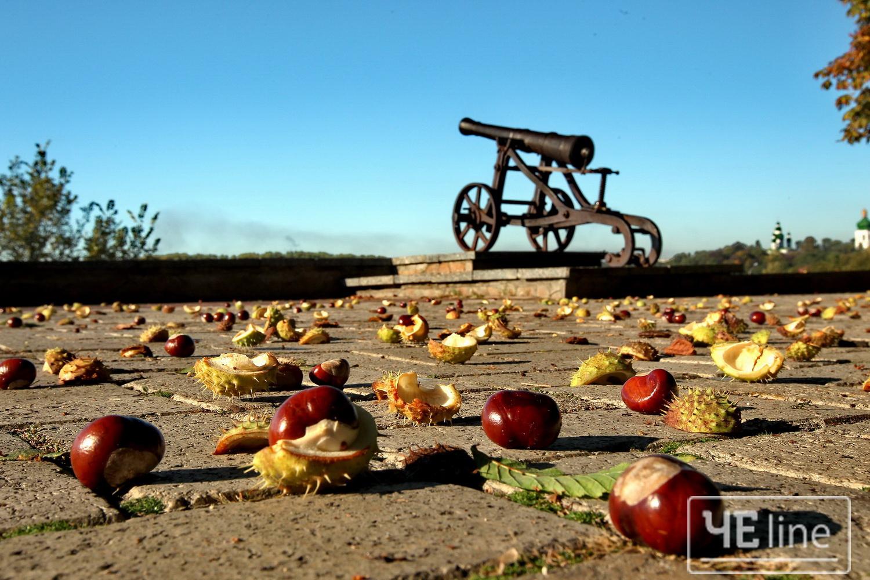Осінь на стародавньому чернігівському Дитинці (Фото)
