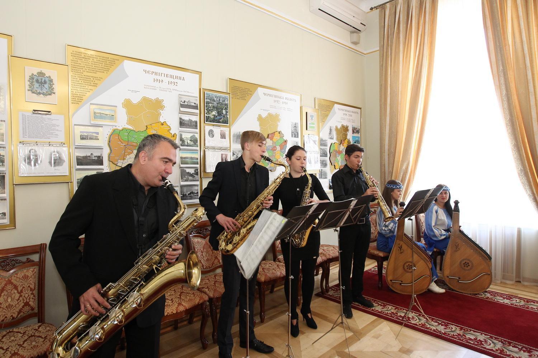 Найкращих вчителів області нагородили в Чернігові (Фото)