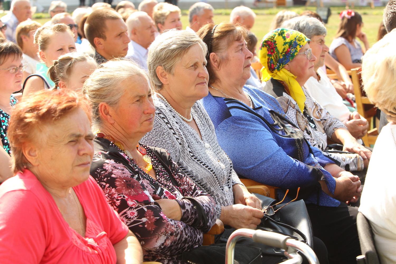 """На Чернігівщині відбулося літературно-мистецьке свято """"Качанівські музи"""" (Фото)"""