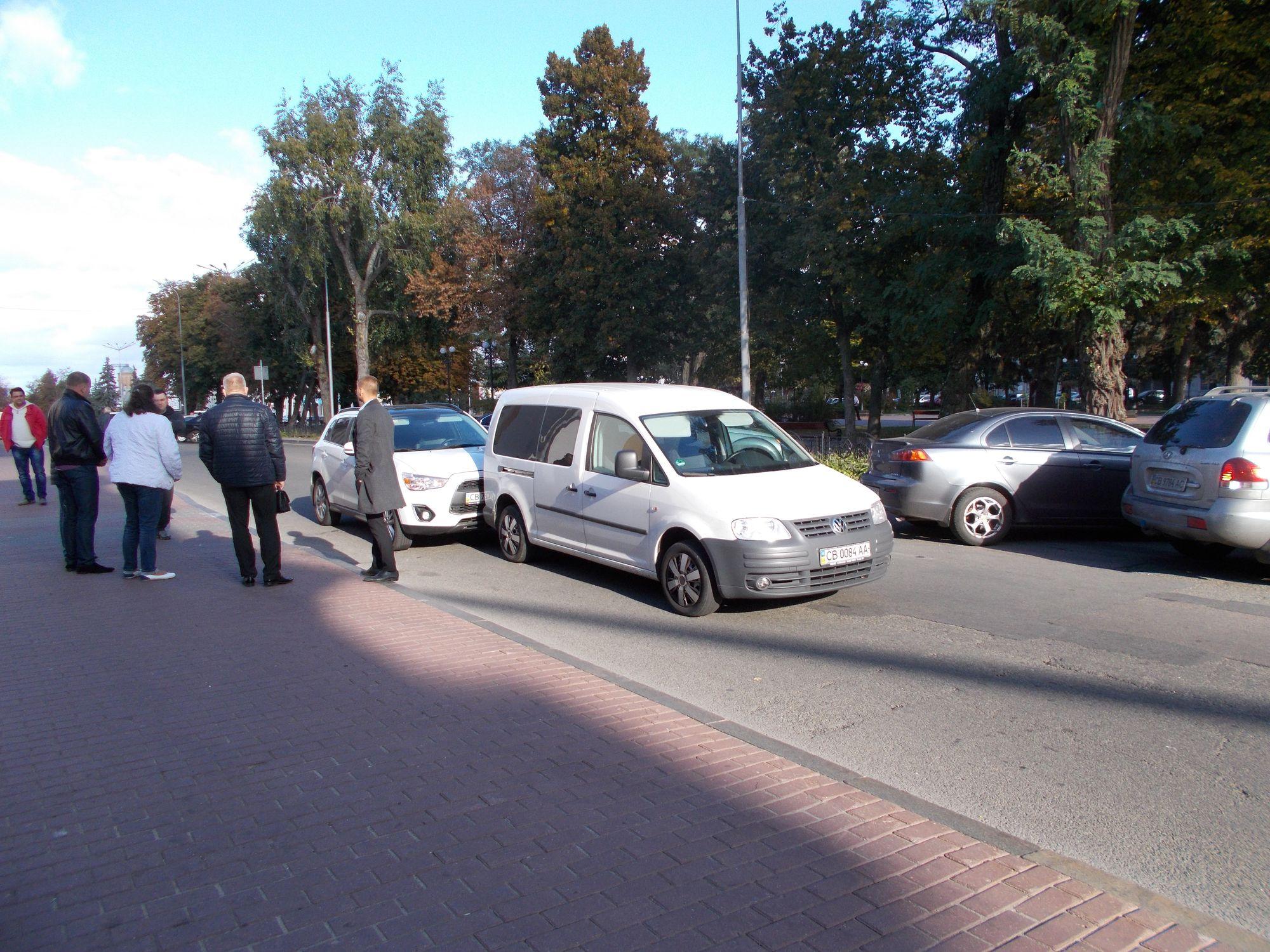 На порозі міськради сталася ДТП (Фото)