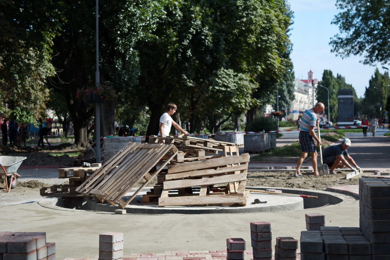 Фінішна пряма: у Чернігові добудовують фонтан (Фото)