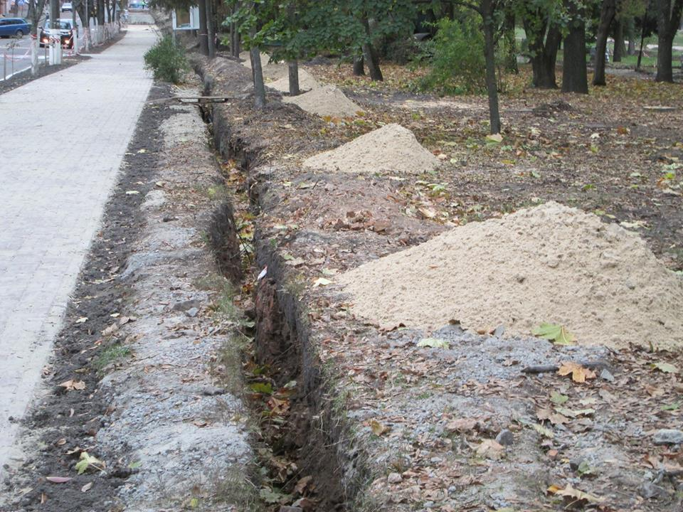У сквері Хмельницького знайшли цегляну кладку дзвіниці П'ятницької церкви (Фото)