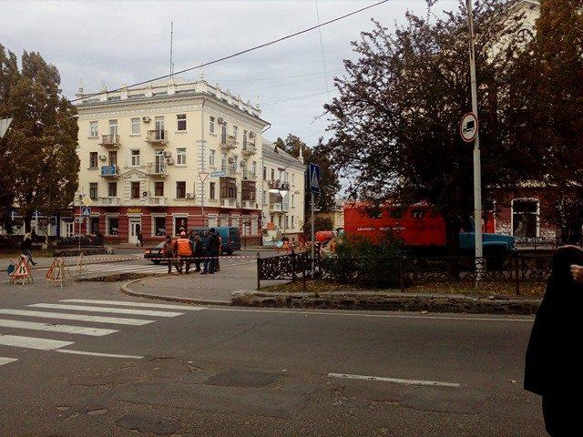 Розкопки в центрі міста: аварія водопроводу (Фото)