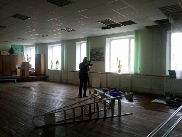 Танці «під дощем»: у чернігівському палаці дітей «розмокла» стеля (Фото)