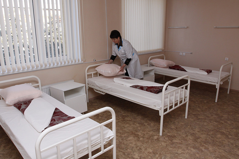 Opening of the surgical case Krasnoarmejsky Regional Hospital. The new building, which seats 45 people, has two operating rooms, an intensive care unit, X-ray rooms, diagnostic service. Total cost Object - more than 100 million. RR. Photo: hospital ward