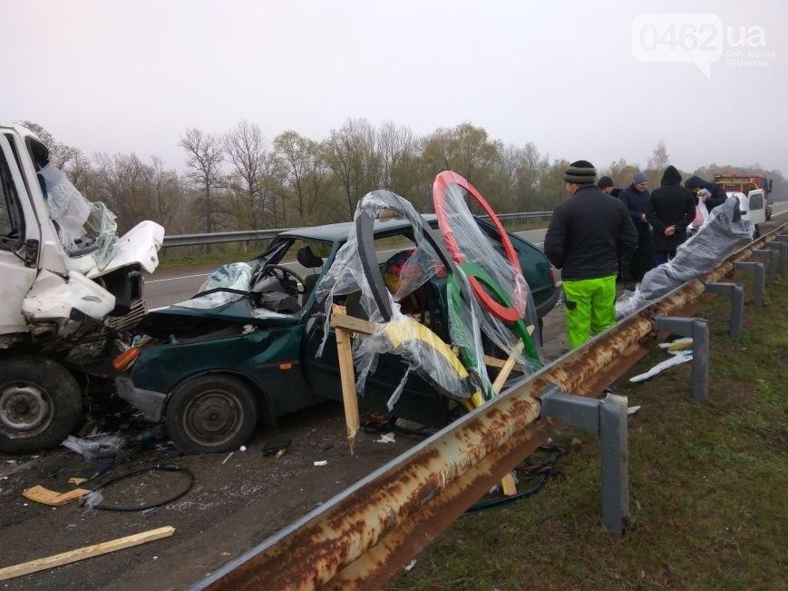Під Черніговом у моторошній лобовій ДТП загинула співачка (Фото)