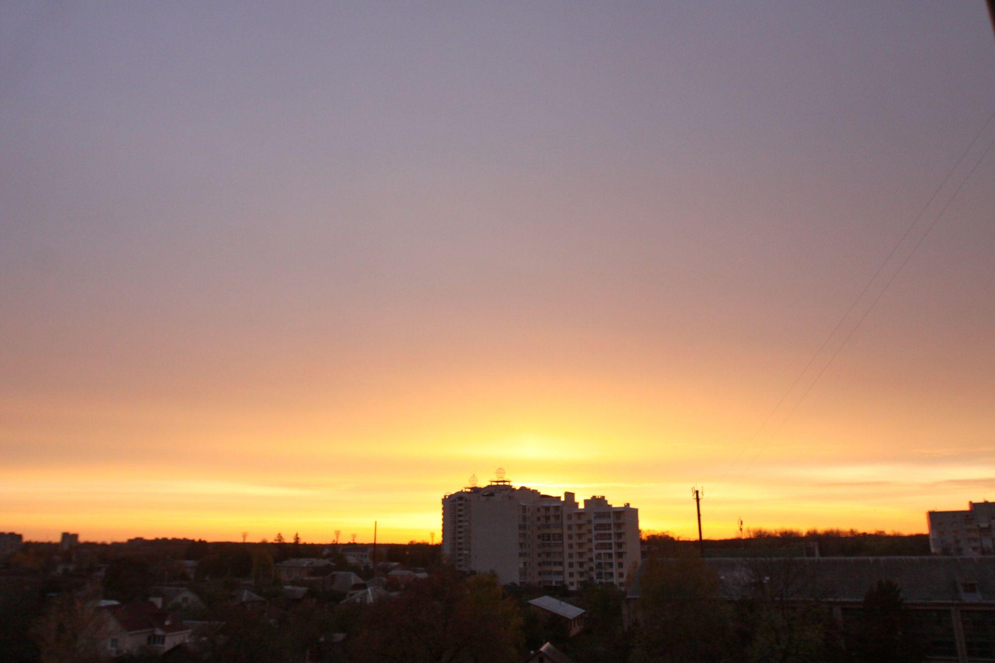 Неймовірний схід сонця над Черніговом (Фото)