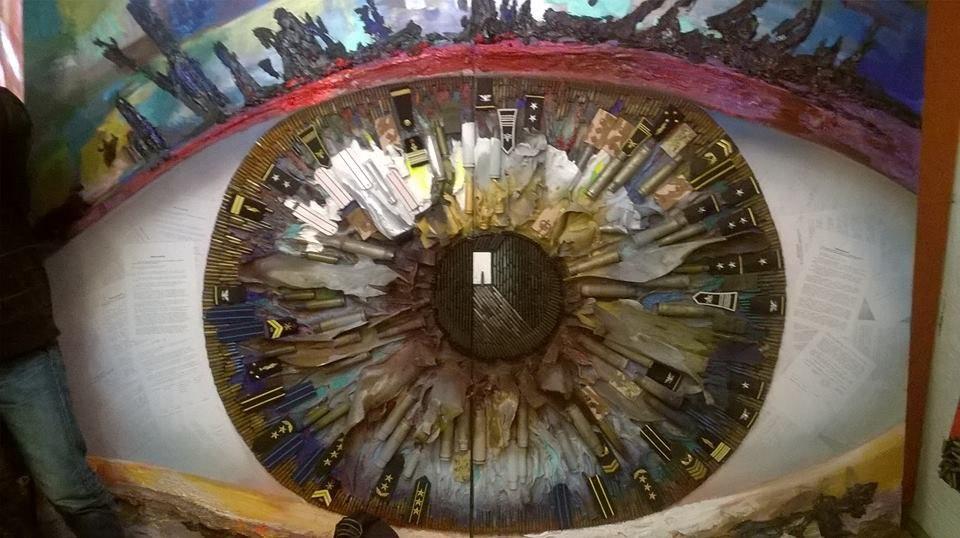 Еволюція диктату: художниця малює гільзами картини про АТО (Фото)