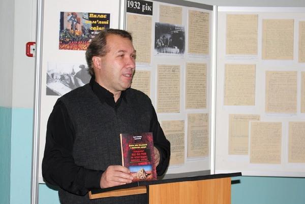 У Чернігові відкрили виставку із розсекреченими фотодокументами часів Голодомору (Фото)