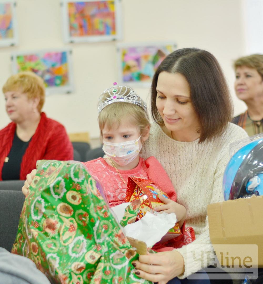 Новорічна казка для маленьких героїв (Фото)