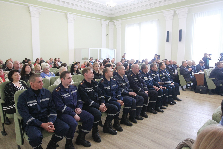 Нагорода за сміливість: чернігівські рятувальники отримали подяки (Фото)