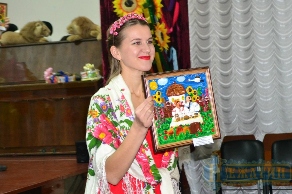 У Ніжині на аукціоні блискавично розкупили роботи «сонячних» дітей (Фото)
