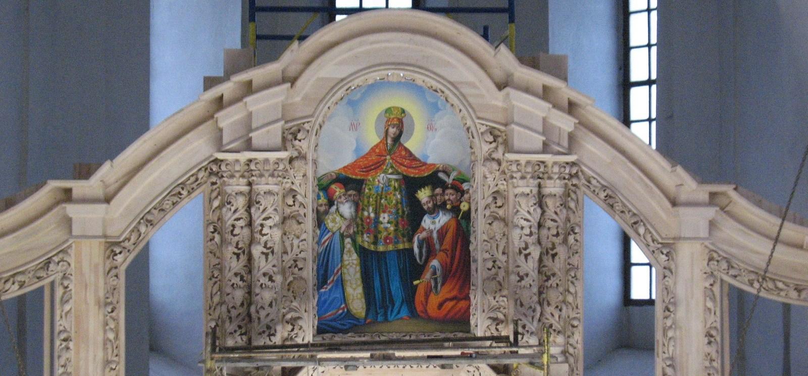 Катерининську церкву прикрасив новий іконостас із 40 ікон (Фото)