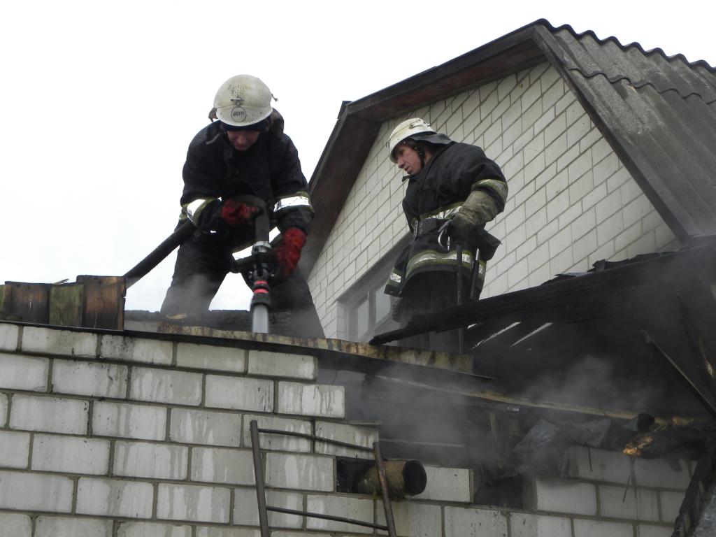 Пожежі та замети: різдвяні вихідні чернігівських рятувальників (Фото)