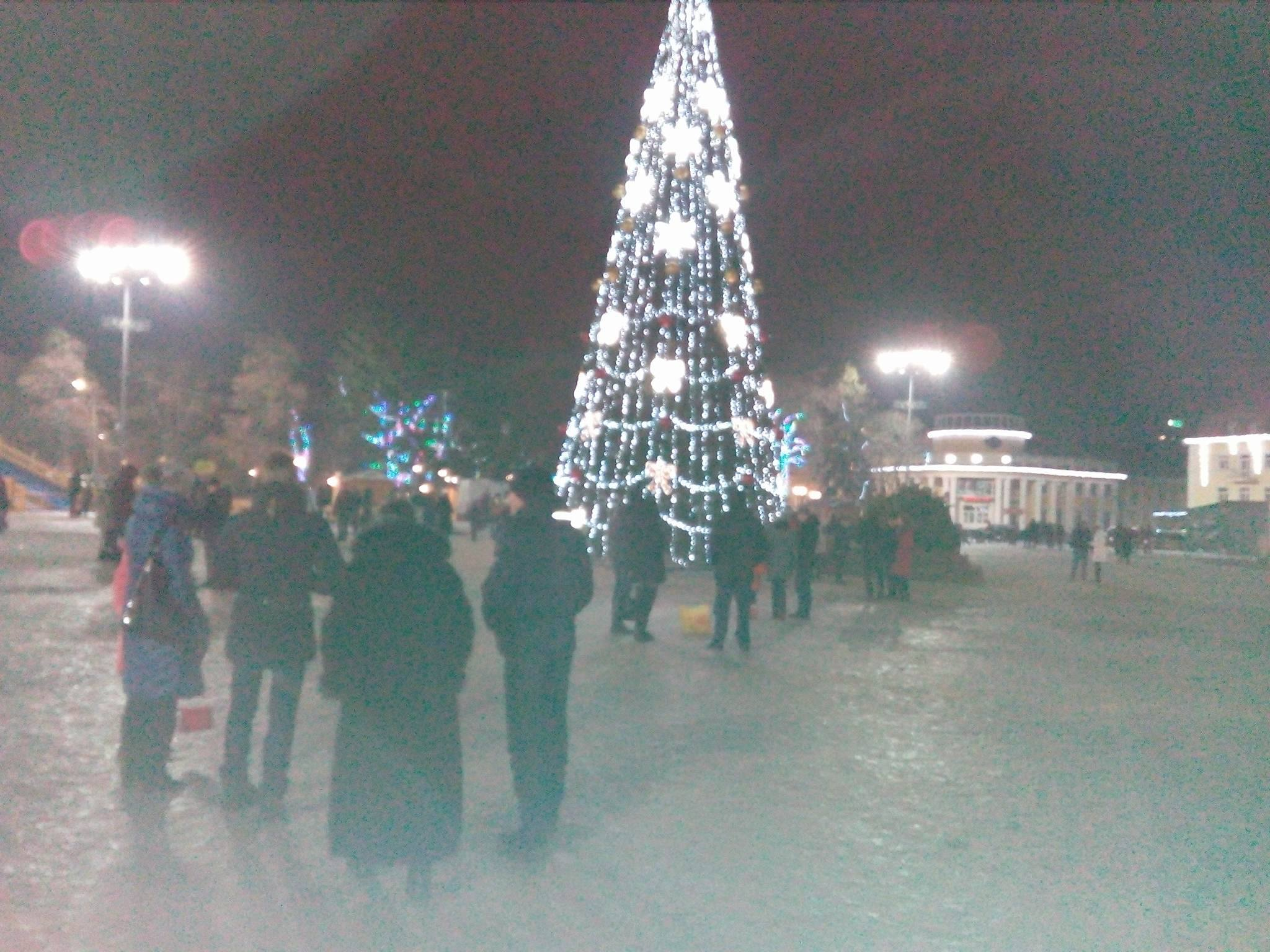 Новорічна пустка на Красній площі та аншлаг у «Голівуді» (Фото)