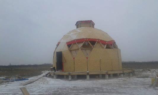 Незвичайний будинок у формі октаедра зводять на Чернігівщині (Фото)