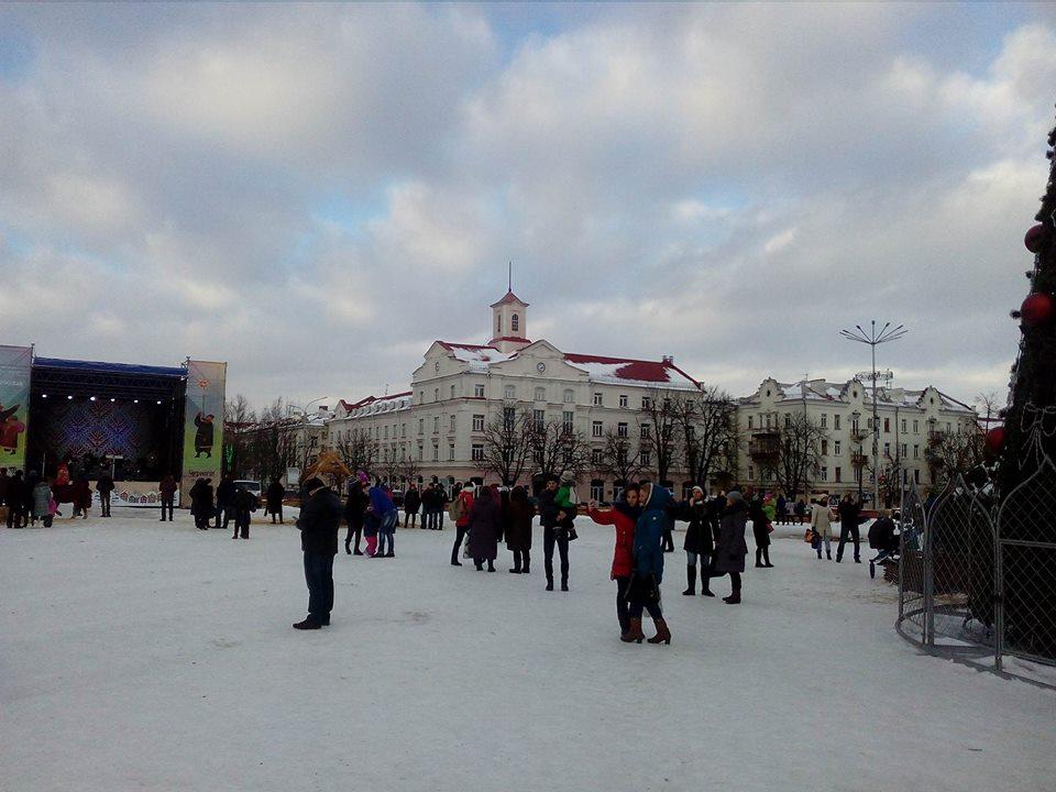 Гуляння на площі з ризиком для життя (Фото)