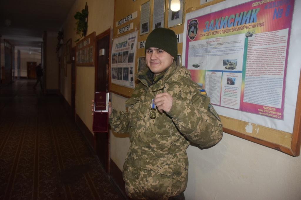 Чернігівських танкістів нагородили за оборону Донецького та Луганського аеропортів (Фото)