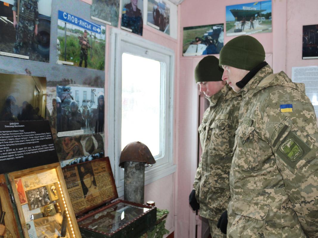 У Крутах вшанували пам'ять загиблих курсантів та бійців АТО (Фото)