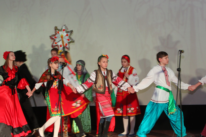 У Чернігові відбувся фестиваль «Колядує вся родина» (Фото)