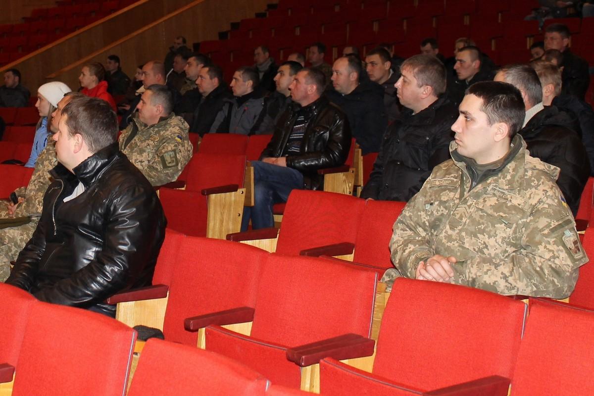 Чернігівські військові отримали соціальні картки (Фото)