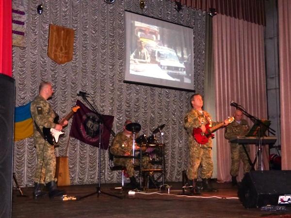 Для борзнянських афганців заспівав тернопільський гурт «Долг» (Фото)