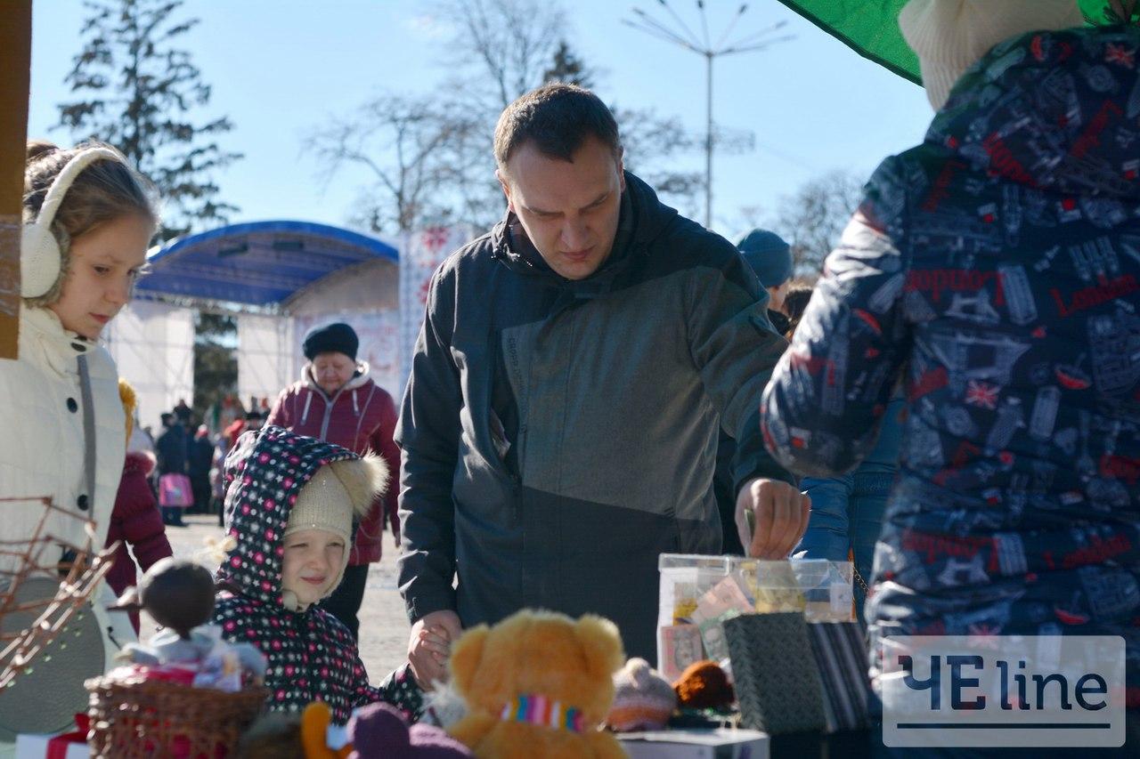 Масляна допомога: на святі чернігівці збирають кошти на порятунок маленького хлопчика (Фото)
