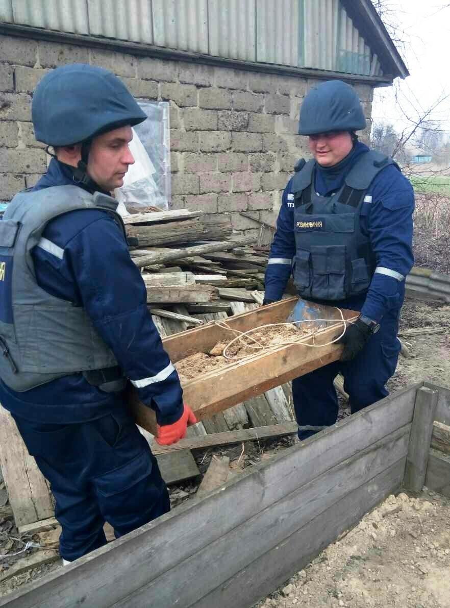 На Чернігівщині піротехніки знищили 30 вибухонебезпечних предметів часів минулих війн