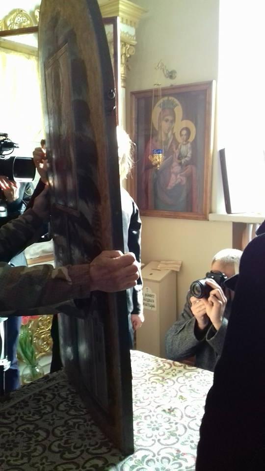 Віряни та історики зчепились за ікону Божої Матері (Фото)