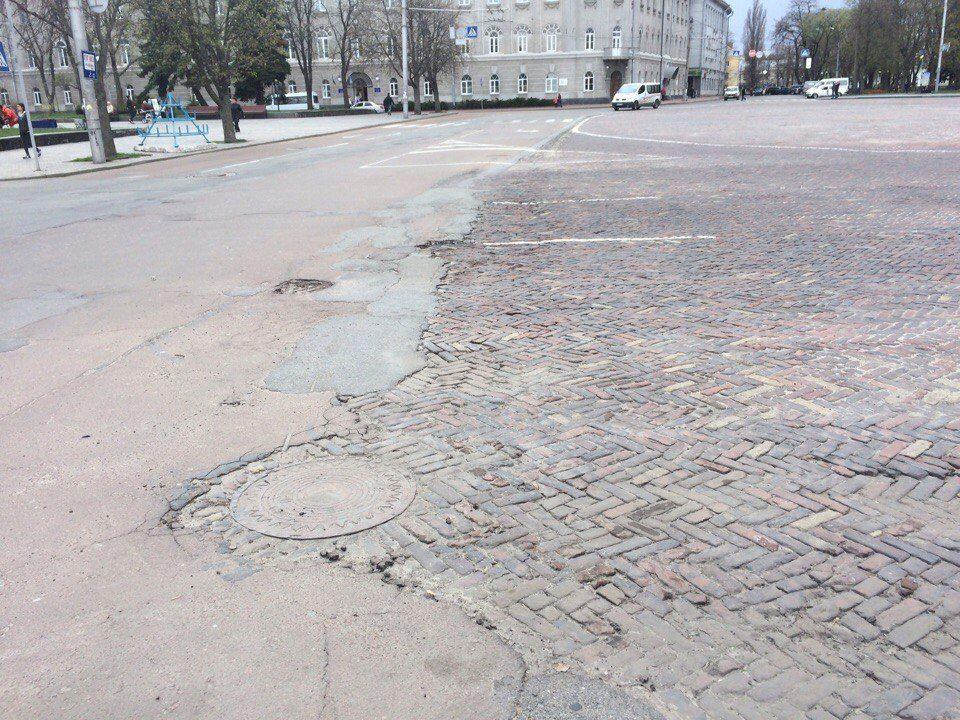 Красна площа поступово перетворюється на руїни (Фото)