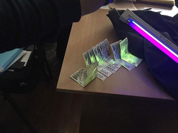 На Чернігівщині чиновника спіймали на хабарі