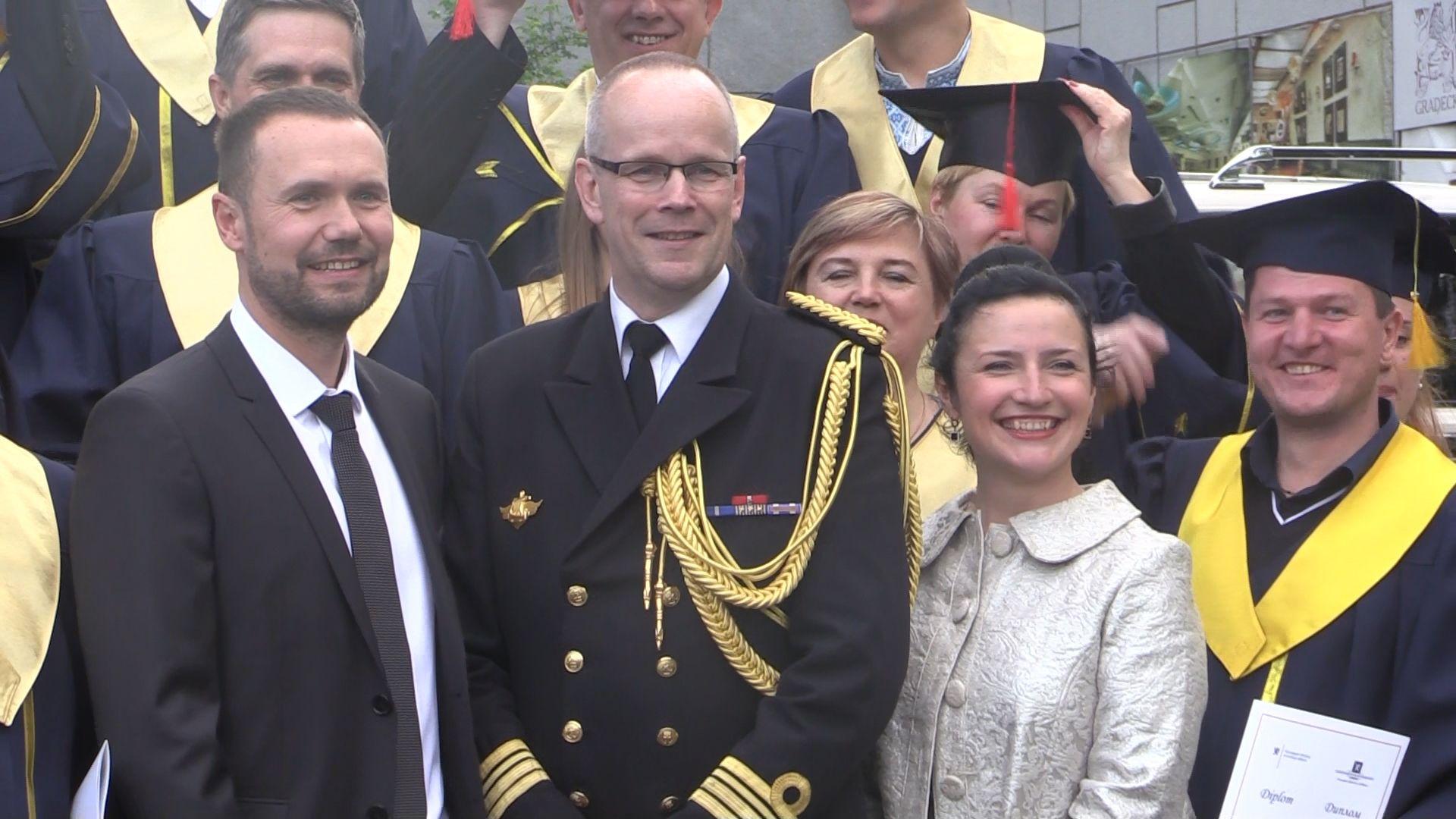 Військовий аташе Норвегії привітав випускників чернігівського вишу (Фото)