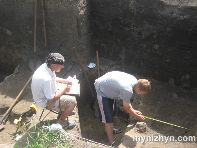 У Ніжині виявили стародавнє поховання (Фото)