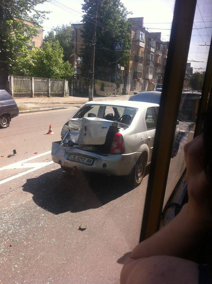 Аварія на перехресті Шевченка та Молодчого: вантажівка наздогнала легковика