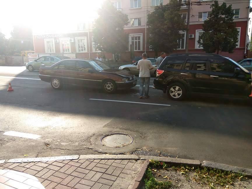 """У Чернігові """"Opel"""" наздогнав """"Subaru """" (Фото)"""
