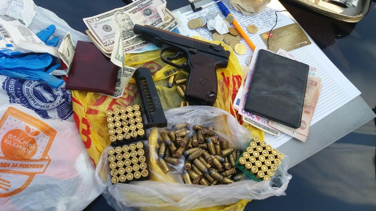 На Чернігівщині викрили злочинне угруповання, яке торгувало зброєю та боєприпасами (Фото)
