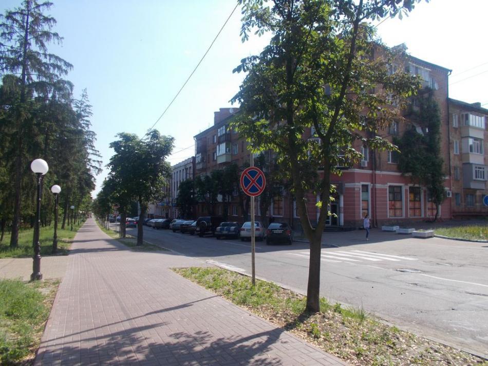 Навколо скверу Хмельницького заборонили зупинки (Фото)