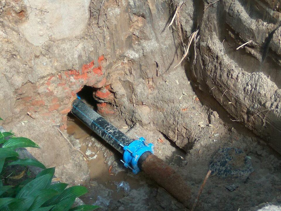 Яма на дорозі: розкопки «Водоканалу» (Фото)