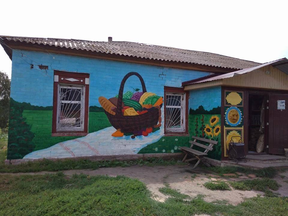 На Менщині будинки «одягли» яскраві наряди