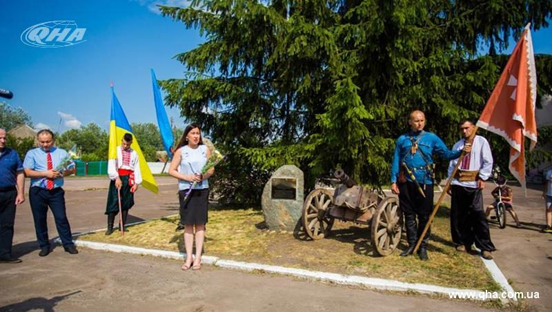 На Чернігівщині відкрили пам'ятник єдності кримських татарів і українців (Фото)