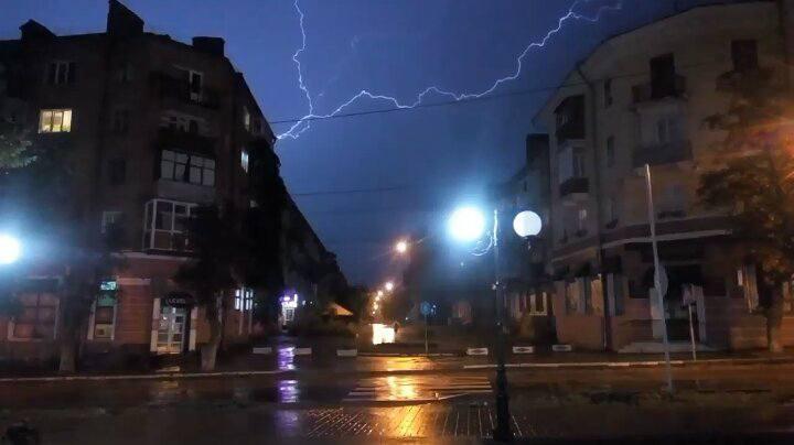Блискавки пронизали Чернігів (Фото)