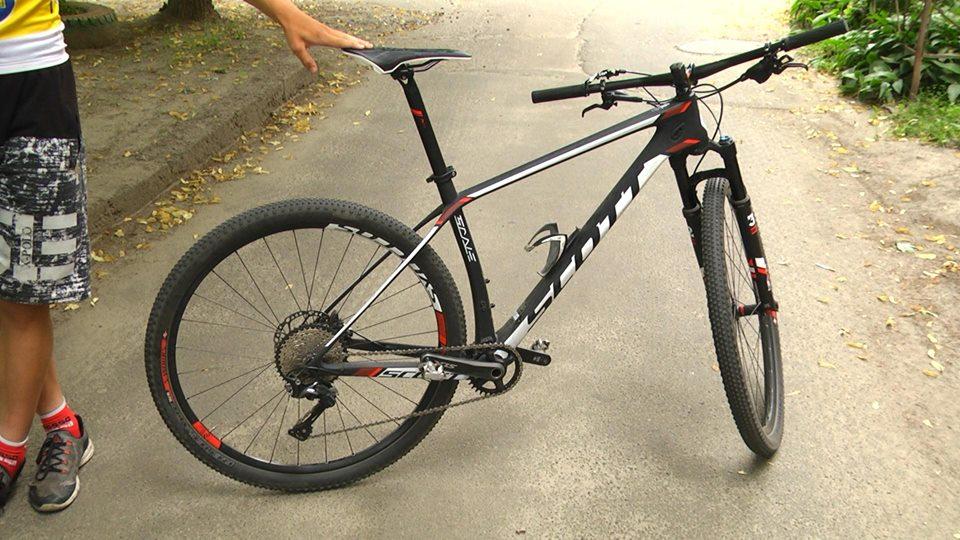 Єдиний у Чернігові: юнакові придбали рідкісний велосипед (Фото)
